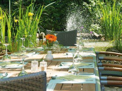 Waldhotel-Heiligenhaus-Garten-Gedeckter-Tisch